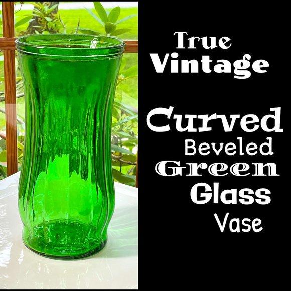 ▪️VTG▪️Curved Beveled Green Glass Vase